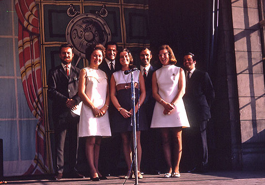 5. Singers in the Ross Bandstand - left to right - Bernard Howard, Dorothy Nash, Douglas Lawrence, Rosemary Barker, Ronnie Donaldson, Lesley Walker, George Nash
